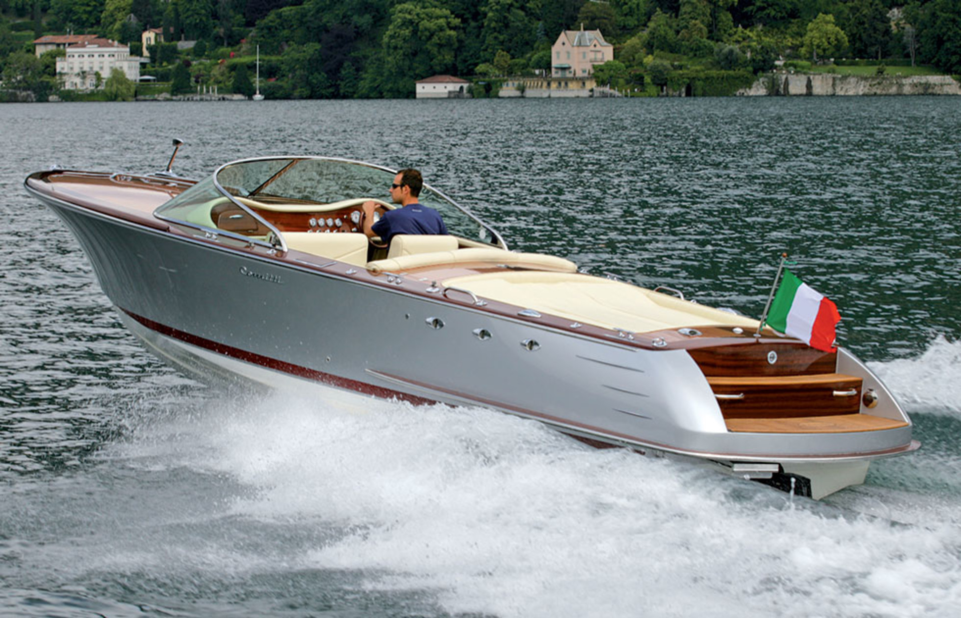 New Venezia 28 in Mahogany with Fiberglass Hull powered by 496 HO 425 HP
